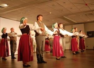 Briseles latviesu dejotaji-pedejais koncerta akords